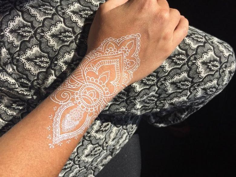 Белые тату для мужчин - описание, эскизы для белых татуировок (84 фото)