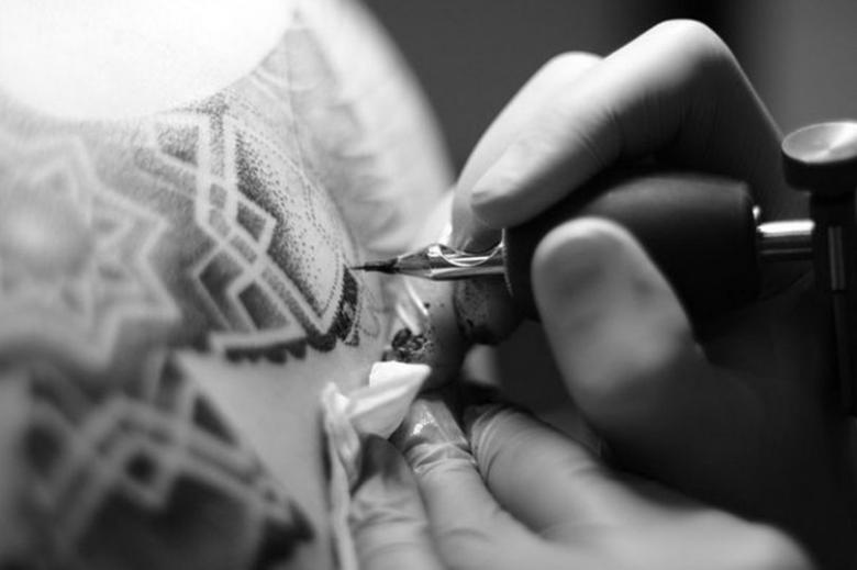 Можно ли алкоголь после татуировки - возможные риски