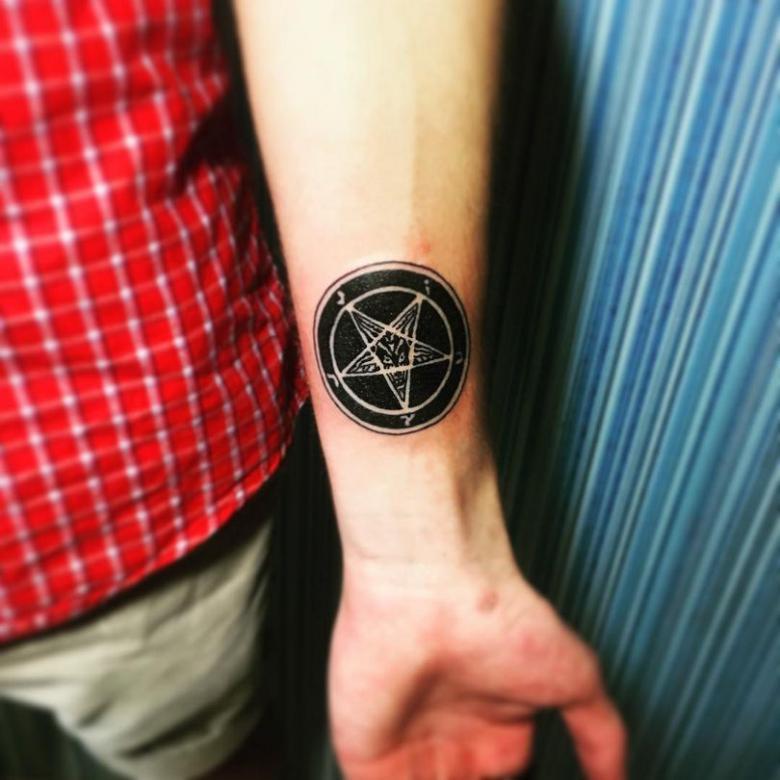 соболезнований тату с магическими знаками фото боль