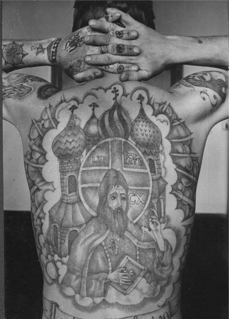 Зоновские тату - значение на руках, пальцах, спине, плече, груди (45 фото)